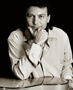 Antonio Carrion... Referencia : El Callejón Del AguaLaura De Los Angeles